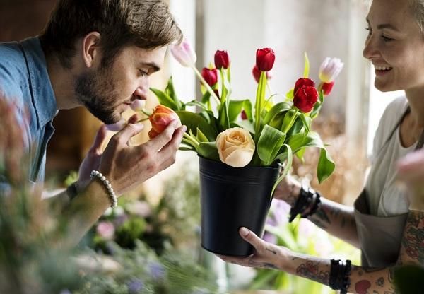 Perché i fiori profumano? Te lo spiega Varese in Fiore!